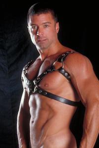 male muscle gay porn star Tom Matthews | hotmusclefucker.com