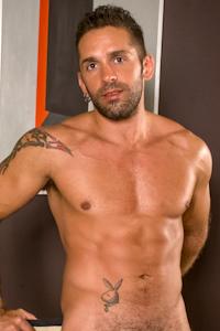 male muscle gay porn star Lucas Ronda | hotmusclefucker.com
