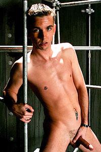male muscle gay porn star Rodd Tyder | hotmusclefucker.com