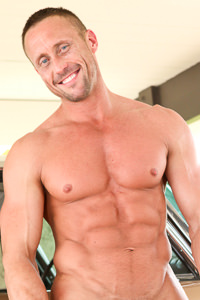 male muscle gay porn star Myles Landon | hotmusclefucker.com