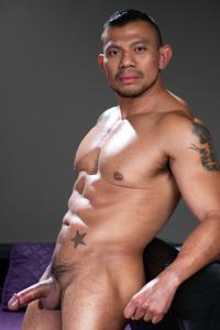 male muscle gay porn star Nico Santino | hotmusclefucker.com