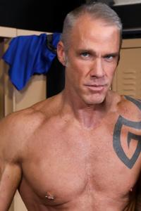 male muscle gay porn star Dallas Steele | hotmusclefucker.com