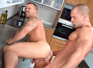 Damien Crosse & Antonio Aguilera in Sexo En Barcelona - Part 1 | hotmusclefucker.com
