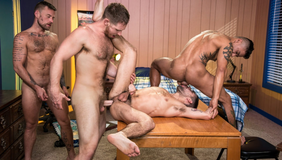 Gaymers, Scene # 03 – Spencer Whitman, Hoytt Walker, Xavier Huxx, Ty Mitchell (ragingstallion)