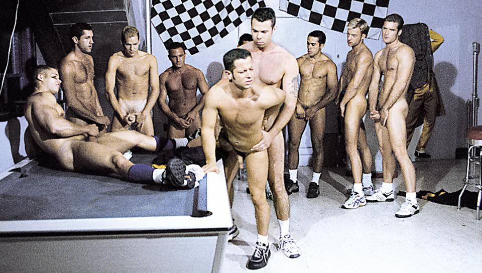 Dieci Man Hazing Orgy – penetrazione anale – Matthew Rush, Jackson Price, Andre Rivera, Marc Nemeth, Brett Clark, Ryan Zane, Matt Majors, Blake Harper, Tristan Paris, Tony Lazzari (JocksStudios.com)